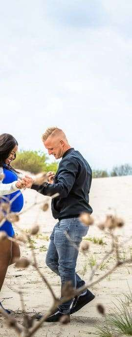 ARF Website, Anouk Raaphorst fotografie, Fotoshoot Zwangerschap, Journalistiek, Portretfotografie, Verhalend, Westland, Zwangerschapsfotoshoot op het strand